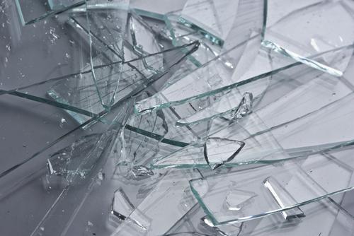 Símbolo cristales rotos por violencia de género